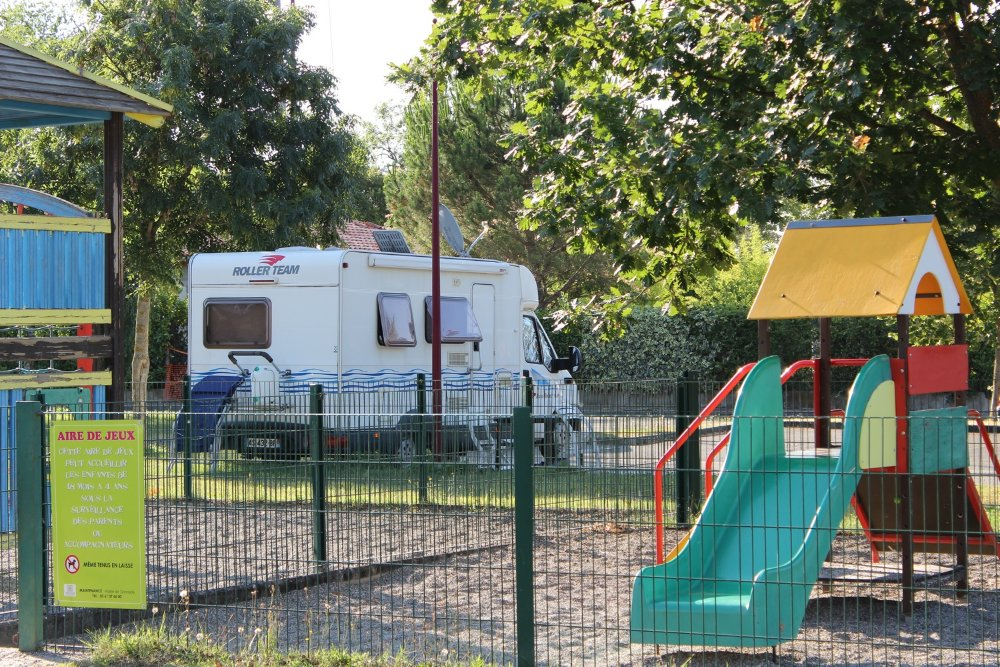 Aire camping-car à Grenade (31330) - Photo 2